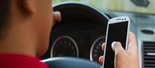 Assicurazioni auto: ecco l'app che blocca il telefono quando sei alla guida