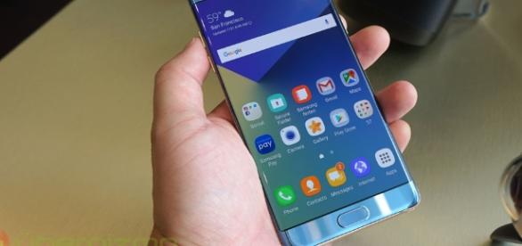 Flying with Galaxy Note 7 phone is now a Federal Crime punishable with up to $180k as civil violation penalty. (Ubergizmo)