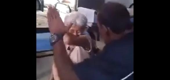 Homem agride idosa em um asilo.