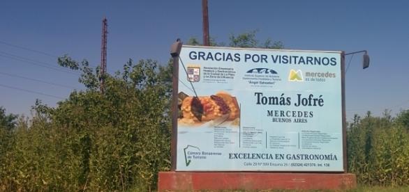 Cartel de bienvenida a Tomás Jofré.