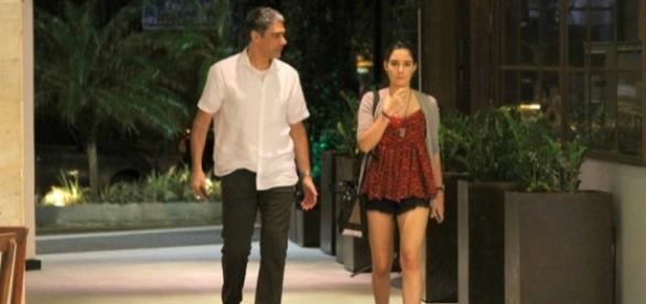 Em 19 de outubro, William Bonner foi visto passeando com a filha Laura em um shopping carioca