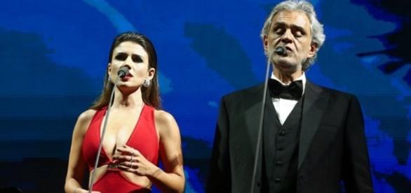 Paula Fernandes se atrapalhou em show de Andrea Bocelli