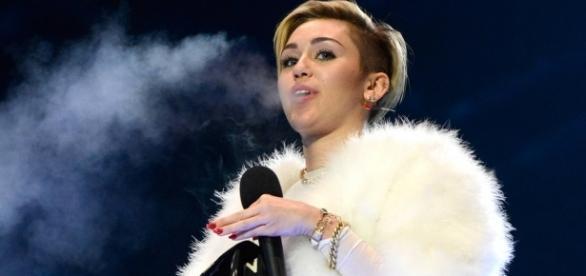"""Miley Cyrus é um """"gênio"""" na cama, afirma seu namorado"""