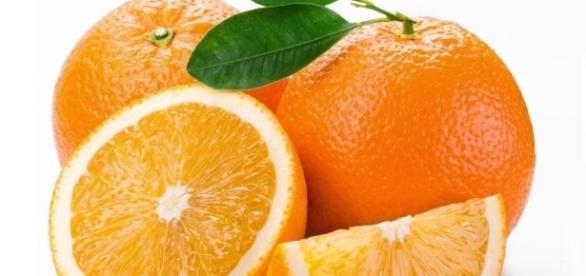 A laranja é um dos alimentos que fortalecem as unhas.