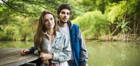 Chay Suede e Isabelle Drummond estarão na primeira fase da novela