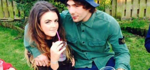 Chloe Ross com o malogrado namorado Mike Towell.