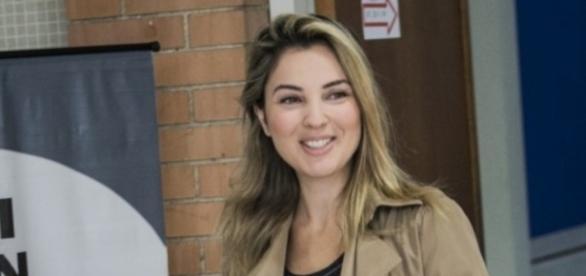 Marcela Temer vota sem a companhia do marido