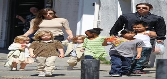 Após denúncia de agressão, Brad Pitt encontra o filho Maddox pela primeira vez
