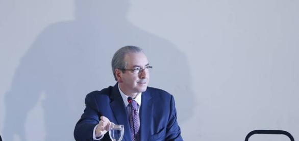 Após passar a noite na carceragem da superintendência da Polícia Federal, Eduardo Cunha será examinado no IML do Paraná nesta quinta-feira (20).