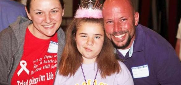 Bethany com 11 anos de idade sofreu deformação no rosto devido ao tratamento contra o câncer