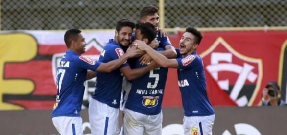 Cruzeiro vence mais uma e respira aliviado