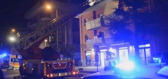 VIDEO: INCENDIU în apartamentul unei ROMÂNCE din Italia. ŞAPTE oameni AU SĂRIT de la etaj