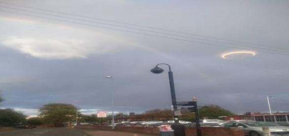 Esfera luminosa intriga habitantes da cidade (Terry Fox)