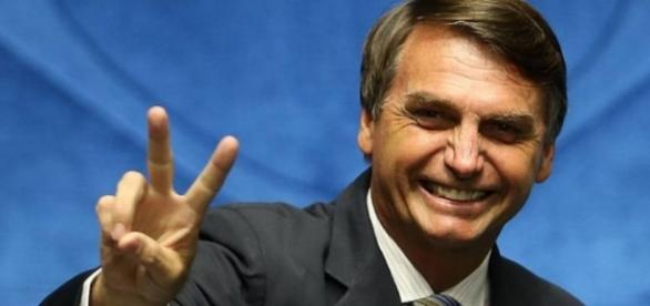 Jair Bolsonaro confirma sua candidatura à presidência em 2018