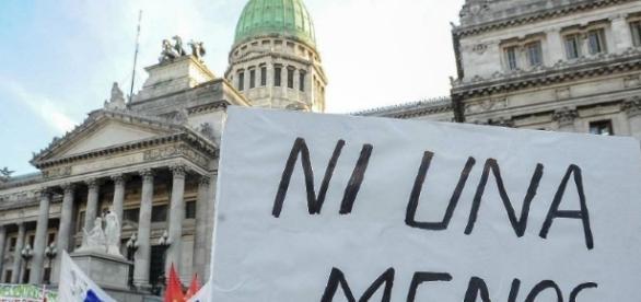 Multitudinaria manifestación de mujeres contra la violencia de género