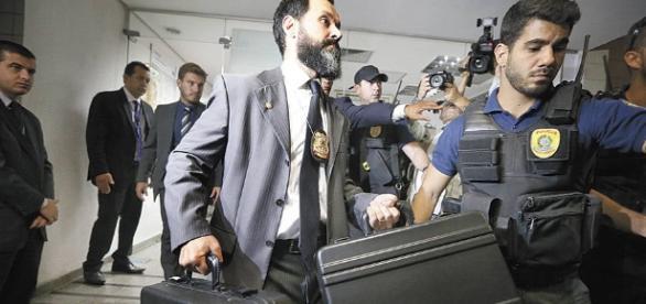 Policiais Federais fizeram operações de busca e apreensão no Senado