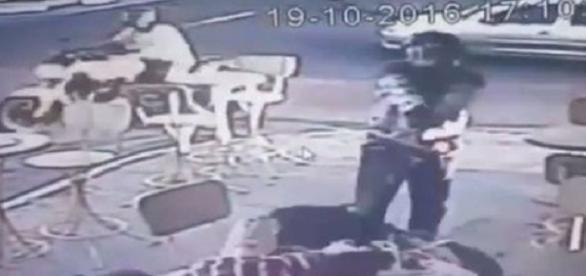 Rapaz é executado na frente do pai, no dia de seu aniversário, em Feira de Santana