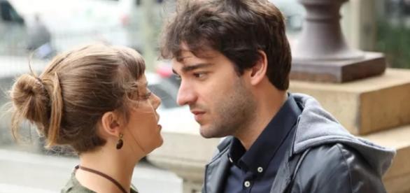 Tiago e Isabela se beijam pela primeira vez