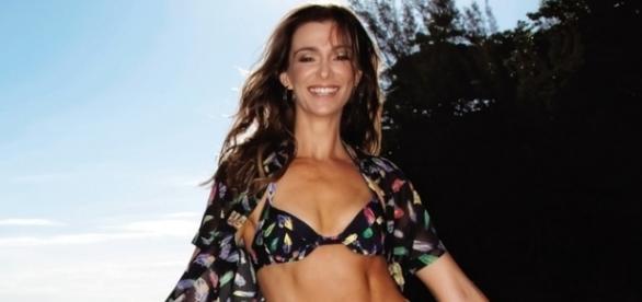 Aos 48 anos, a atriz Mônica Martelli mostra sua boa forma.