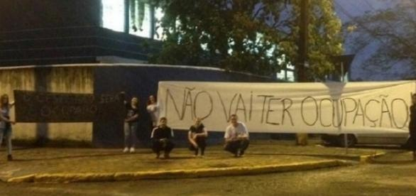 Alunos do período noturno impediram ocupação (Foto: Alana Feijó/Arquivo pessoal)