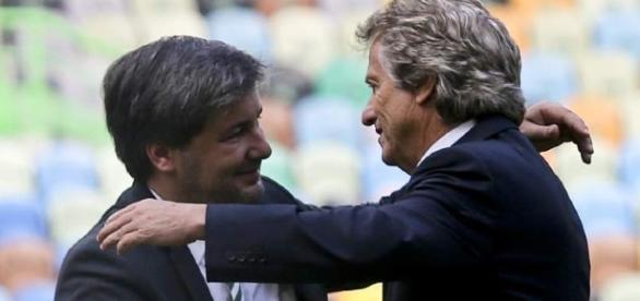 Bruno de Carvalho abraçando o técnico Jorge Jesus