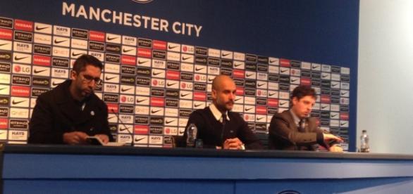 Guardiola durante a coletiva de imprensa