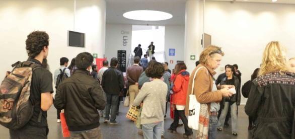 La antesala del Cine Lido invadida por la banda del Festival Docs mx antes de la premiación