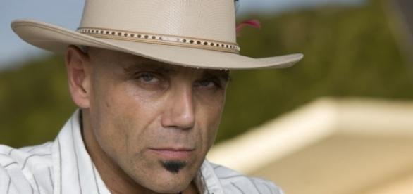 Leon revela seus crimes antes de morrer e incrimina Coral pela morte de Inês