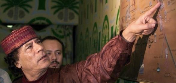 Muammar Kadhafi, antigo homem forte da Líbia