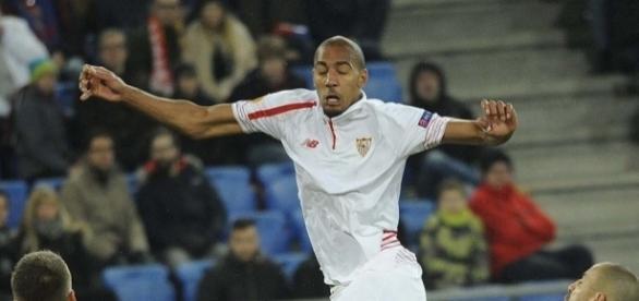 N'Zonzi en un partido con el Sevilla