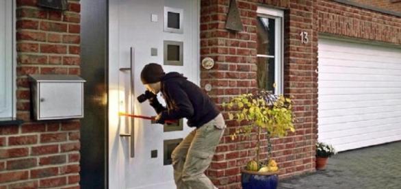 Dicas para evitar ter a casa assaltada durante o feriado.