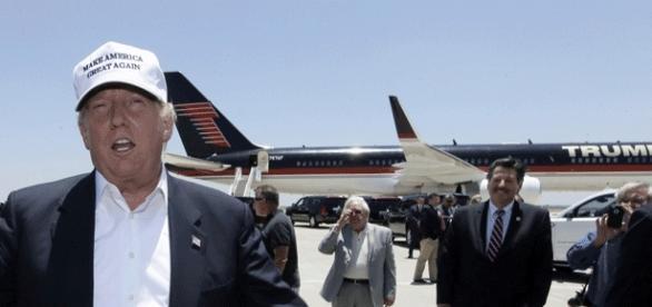 Donald Trump devant Air Trump One, son Boeing privé... Qui sera saisi aux lendemains de l'élection ?
