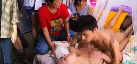 Imagem se tornou viral por a família estar assistindo