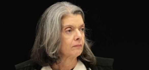 Cármen Lúcia não aceita declaração de Renan contra juiz de primeira instância