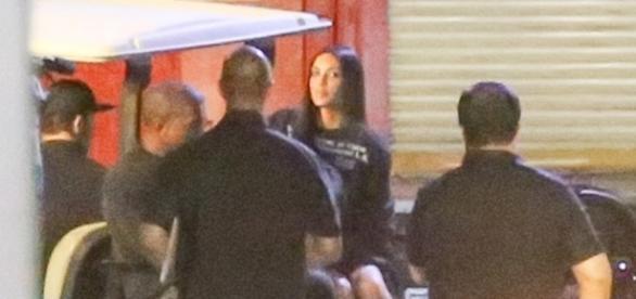 Kim Kardashian é vista pela primeira vez após assalto em Paris