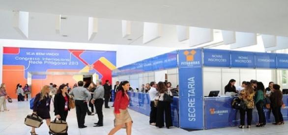 A Kroton está contratando recepcionista para sua filial na AV. Paulista, em São Paulo/SP