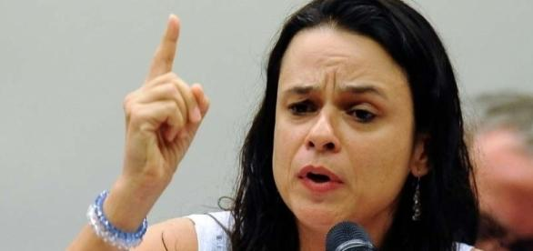 Advogada ficou conhecida por co-autoria na denúncia que levou ao impeachment de Dilma Rousseff.