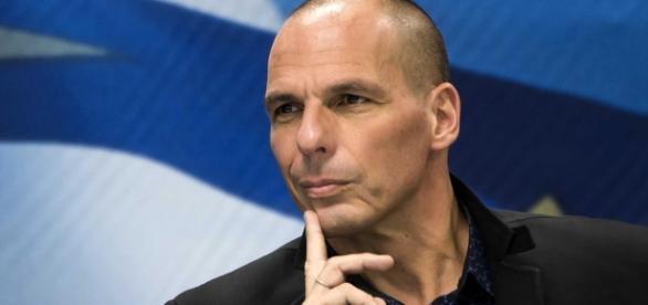 Il leader di Diem25 Yanis Varoufakis ospite de La Gabbia Open