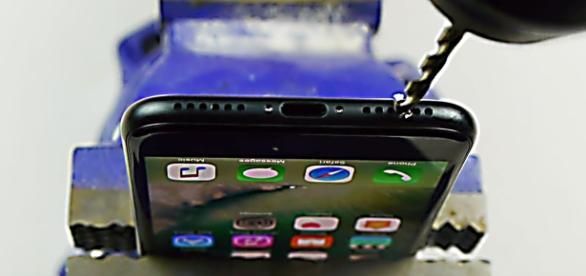iphone 7 es perforado por famoso youtuber