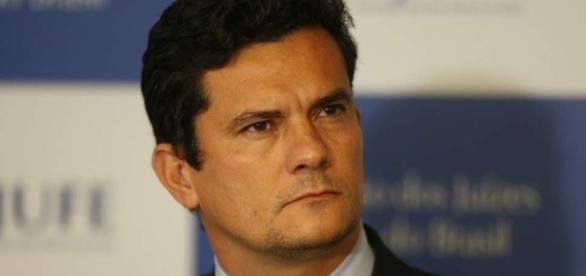 Juiz Moro é acusado por Lula de ser parcial nas investigações da Lava Jato
