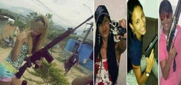 Na imagem, uma mulher aparece segurando uma metralhadora de grande calibre.