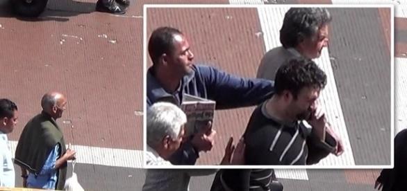 Nas imagens, sete criminosos, dentre eles, três idosos, perseguem e roubam o celular de um homem vestido com blusa. preta listrada