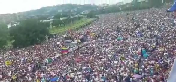 """Toma Venezuela"" masiva manifestación popular"