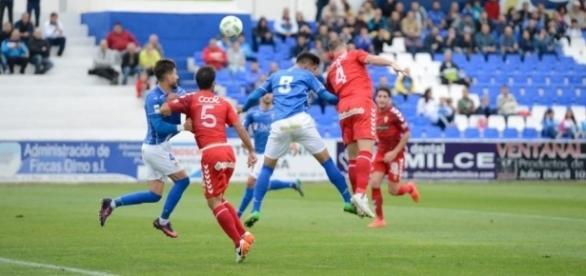 El Real Murcia, en el partido contra el Linares. | Imagen: Juande Ramos - La Opinión de Murcia