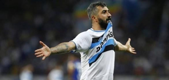 Grêmio, do meia Douglas, tentará quebrar tabu que começou em 1966