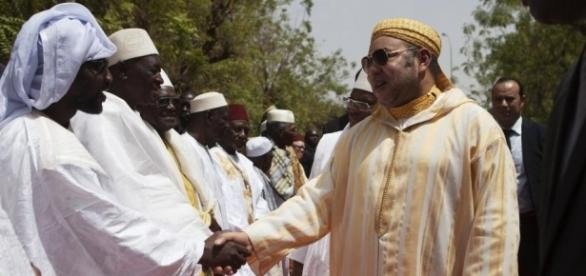 Maroc: le roi Mohammed VI marque des points en Afrique