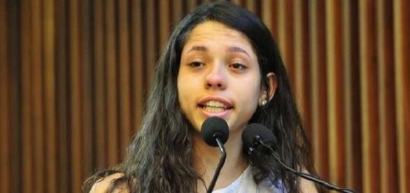 Adolescente usou tribuna da Assembleia e fez discurso comovente