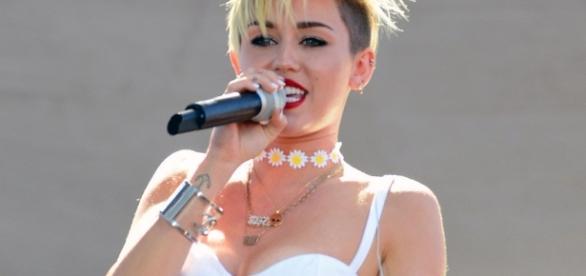 Miley Cyrus, los 23 años de la famosa más atrevida y escandalosa
