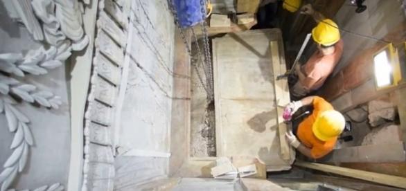 Rocha original do sepulcro de Cristo é exposta após séculos (Crédito:YouTube/ShaukatIlyas)