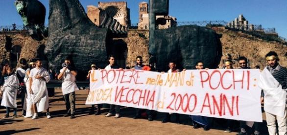 Attivisti per il No al referendum a Roma contestano il nuovo Senato (foto: ACT)